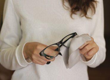 graffi sugli occhiali