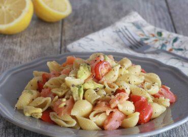 Pasta salmone avocado pomodorini